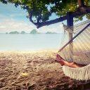 6 accessoires parfaits pour un voyage détente et farniente